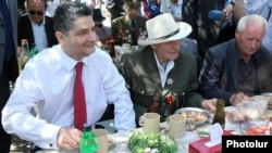 Armenia -- Prime Minister Tigran Sarkisian (L) shares meal with World War II veterans in Yerevan's Victory Park, 9May2012.