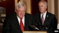 Спикер Деннис Хастерт: «Если бы он этого не сделал, я бы потребовал его изгнания из палаты представителей»