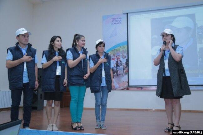 Сотрудница Союза молодежи Узбекистана Гульчехра Ашурова на семинаре в Бостанлыкском районе Ташобласти, 28-30 мая 2018 года.