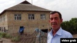 Salyan sakini Cəfər Hüseynov iddia edir ki, evinə zərəri təbii fəlakət deyil, dövlət komissiyası vurub.