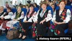 Участницы украинского хора в Алматы. 4 марта 2014 года.