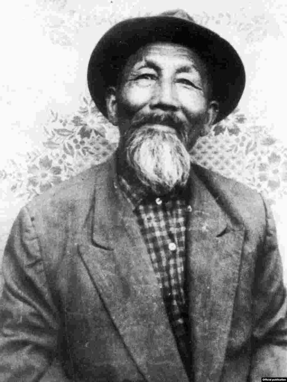 Отец будущего президента Казахстана - Абиш Назарбаев.
