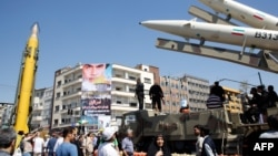 Ракета модели «Шахаб-3» на улицах Тегерана (архив)