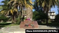 В октябре 2011 года в Сухуме был установлен памятник жертвам репрессий в виде каменного валуна, обвитого колючей проволокой