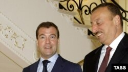 Azerbaijani President Ilham Aliyev (right) with his Russian counterpart Dmitry Medvedev in Baku
