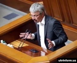 Олександр Ткаченко, народний депутат від під партії «Слуга народу» під час засідання парламенту (архівне фото)