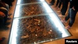 Pantofi ai victimelor Holocaustului, Muzeul de istorie al Holocaustului de la Ierusalim.