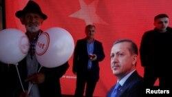 Թուրքիայում Սահմանադրության բարեփոխումների կողմնակիցներն «այո» կարգախոսի ներքո Ստամբուլում հանրահավաք են անցկացնում, 13-ը ապրիլի, 2017թ.