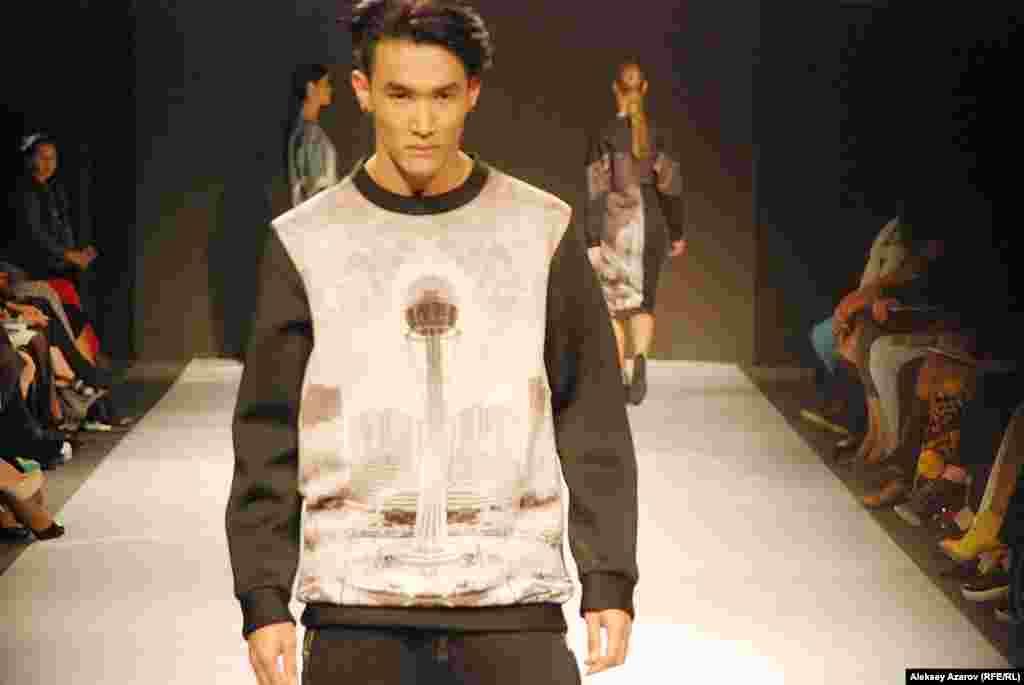 На некоторых образцах одежды из коллекции Камилы Курбани есть достопримечательности и Астаны, в частности, Байтерек.