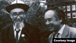 Жусуп Мамай (солдо) менен Кеңеш Жусупов. 1989-жылдын май айы.