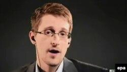 Эдвaрд Сноуден