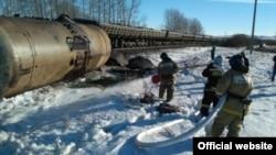 На месте железнодорожной аварии близ города Учалы в Башкортостане.