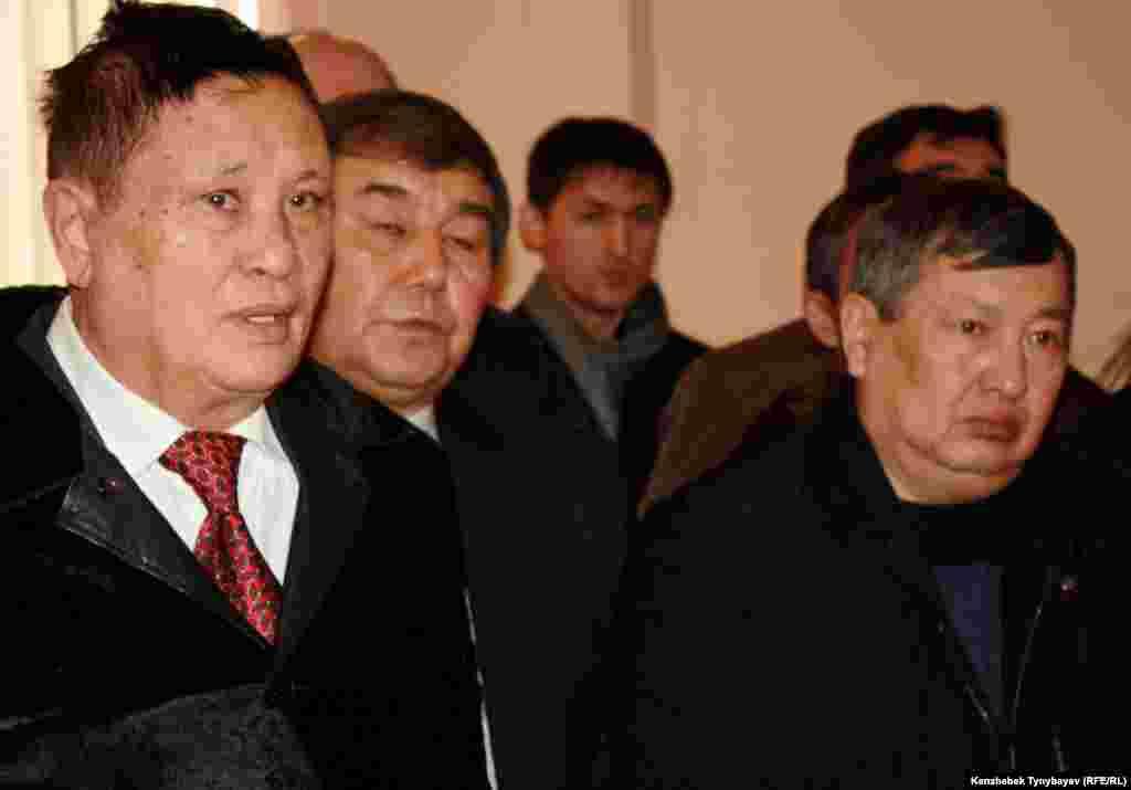 Гүлнар Дулатовамен қоштасу рәсіміне бірқатар ақын-жазушылар қатысты. Алматы, 20 ақпан 2013 ж.