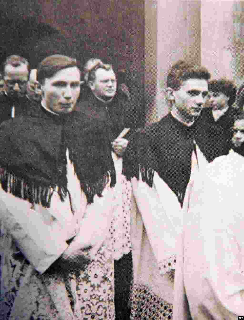 Josef Ratzinger (right) with his brother Georg during their ordination in Freising, Germany, in 1951.