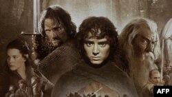 هر سه قسمت فيلم «ارباب حلقهها» توسط «پيتر جكسون» ساخته شده بود كه براى او اسكار كارگردانى را به همراه آورد و به فروش بىسابقه سه ميليارد دلارى در سطح جهان دست پيدا كرد.