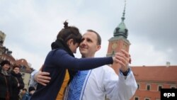 На Замковой площади в Варшаве танцы за свободу Украины