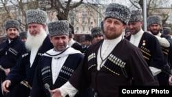 Выступая по по чеченскому телевидению, Рамзан Кадыров заявил: «Нет ни одного человека в РФ, так уверенно сидящего в кресле, как я, за исключением еще Путина»