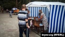 Раздача масок в Армянске