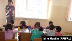 ВИЧ дертіне шалдыққан сәбилер. «Ана мен бала» орталығы, Шымкент, 30 қараша, 2010 жыл.
