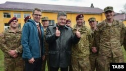 Ukrainian President Petro Poroshenko (center) attends the Fearless Guardian 2015 U.S.-Ukrainian joint military exercises at the Yavoriv training ground, with U.S. Ambassador to Ukraine Geoffrey Pyatt (2nd left), near Lviv on April 20.