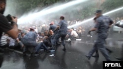 GRAB Armenian Police Use Force To Disperse Protests
