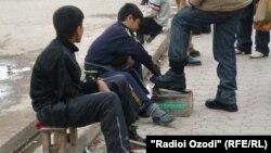 Дети на заработках. Таджикистан, 22 февраля 2011 года.