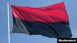 В Україні низка районних, міських і обласних рад ухвалили рішення про вивішування поруч із синьо-жовтим прапором червоно-чорного у визначені дні