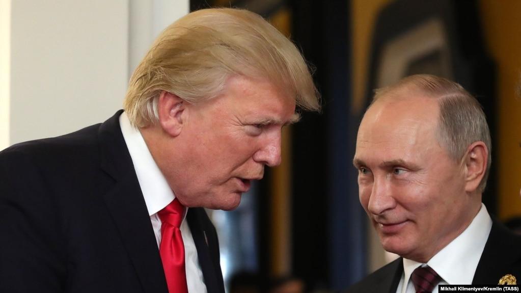 Президент США Дональд Трамп и президент России Владимир Путин на саммите АСЕАН во Вьетнаме