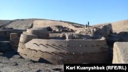 Отырар қаласы қамалының реставрацияланған бөлігі. 16 сәуір 2014 жыл.
