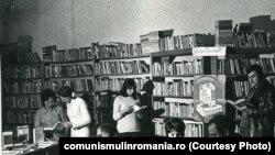 1972. Biblioteca comunală din Cobadin, județul Constanța. Sursa:comunismulinromania.ro (MNIR)