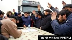 Дагестанские водители грузовиков выражают отношение к введению новых дорожных тарифов методом прямой демократии