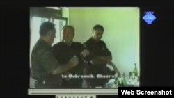 Snimak umirovljenog zapovjednika između Ratka Mladića i Radislava Krstića prikazan u Hagu, 8. ožujak 2012.