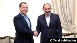 Премьер-министр России Дмитрий Медведев и премьер-министр Армении Никол Пашинян, Ереван, 29 апреля 2019 г.