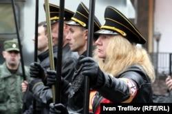 """Участники """"Русского марша"""" в Щукине на северо-западе Москвы в 2013 году"""
