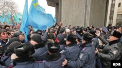 В центре Симферополя, 26 февраля 2014 года