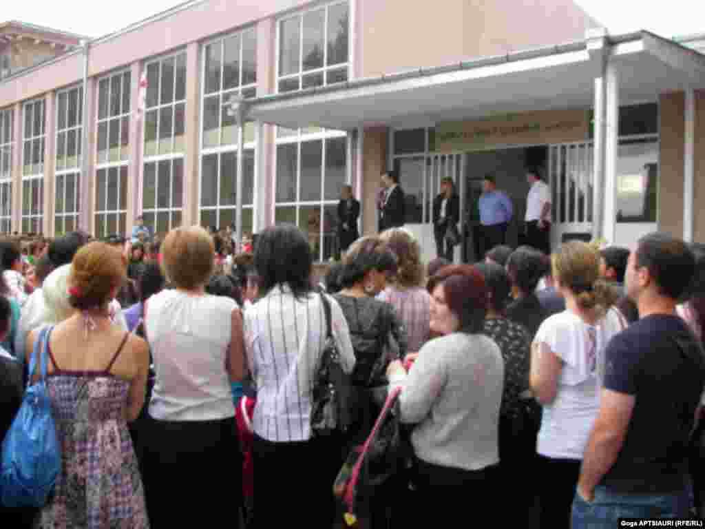 ორწლიანი ლოდინის შემდეგ გორის მე-7 საჯარო სკოლაში სწავლა აღდგა. - 2008 წლის აგვისტოს ომის დროს მე-7 საჯარო სკოლის შენობა ყველაზე მეტად დაზიანდა. 9 აგვისტოს რუსულმა ავიაციამ სკოლის შენობა დაბომბა.