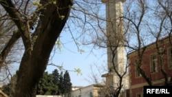 Məscidin nümayəndəsinin dediyinə görə, əraziyə ağır texnika aprelin 26-sı gecə saatlarında gətirilib