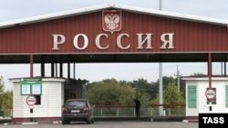 "Russia -- Border crossing ""Nekhoteyevka"" between Russia and Ukraine in Belgorod Region, July 30, 2013"