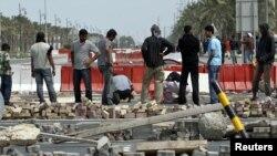 معترضانی که در منامه، راه های منتهی به شاهراه مالی و پولی بحرین را بسته اند