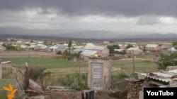 Орталық көшесіне Нұрсұлтан Назарбаевтың аты берілген Арич ауылы. Армения. Қазан. 2015 жыл.