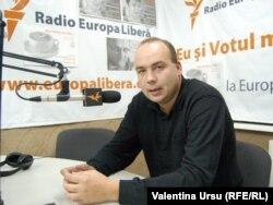 Corneliu Ciurea în studioul Europei Libere
