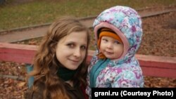 Maria Alyokhina and her son Filipp several years ago (photo from grani.ru)
