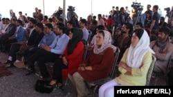 به گفته آقای سادات، هم اکنون در کشور بسیاری از جوانان قربانی دسیسههای افراط گرایی گردیدهاند و باید بخاطر آبادی وطن برای آنها ذهنیت مثبت داده شود.