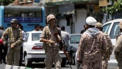 Policija i hitna pomoć pred iranskim parlamentom