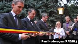 Iurie Leanca, H.R. Patapievici, Teodor Baconschi, Vitalie Ciobanu al inaugurarea ICR la Chișinău