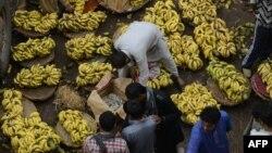 Продавачи на банани во Пакистан.