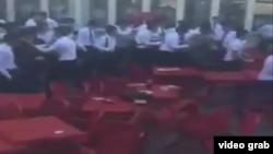 Скриншот из видео о массовой драке.