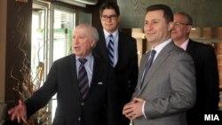 Премиерот Никола Груевски и посредникот Метју Нимиц на работен ручек Скопје.