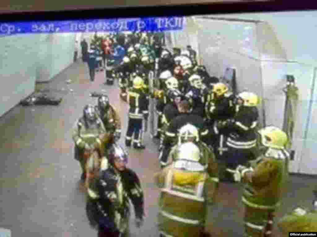 Рятівники на станції метро «Луб'янка»
