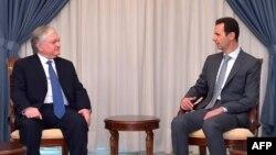 Президент Сирии Башар аль-Асад (справа) принимает министра иностранных дел Армении Эдварда Налбандяна, Дамаск, 27 мая 2015 г.
